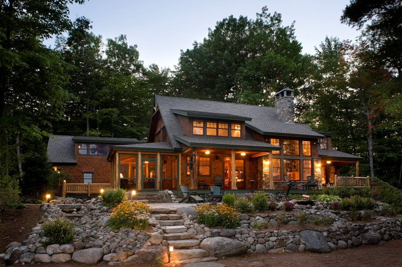Lakeside Home with a Focus on Nature