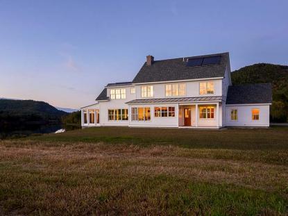 Honor Award: River House, Orford, New Hampshire . Photo: Carolyn Bates Photography